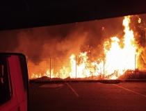 Incêndio em vegetação no Bairro Guilhermina Vieira Chaer mobiliza Bombeiros em Araxá