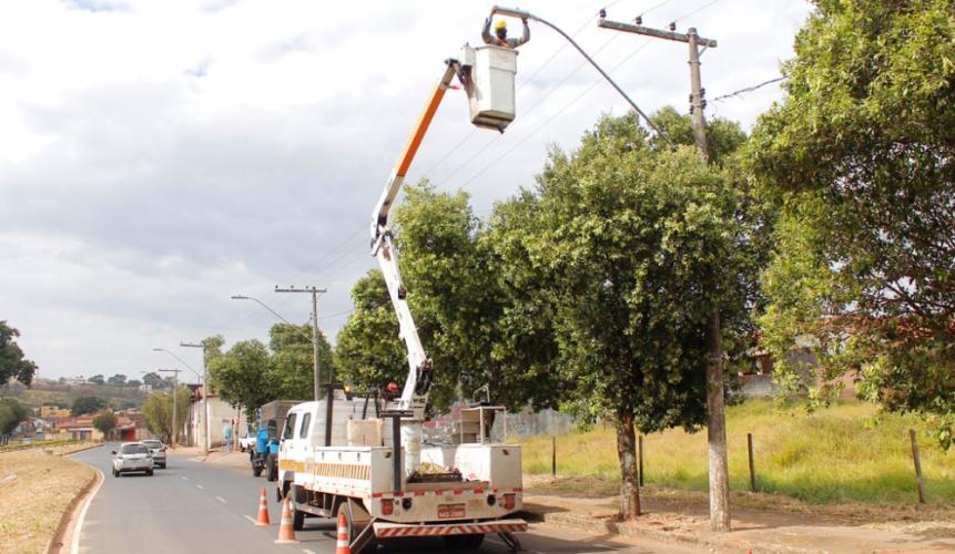 Reforço nos trabalhos de melhorias na iluminação pública tiveram início em Araxá